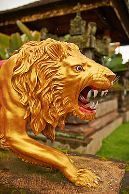 Golden Lion - p390m958936 by Frank Herfort
