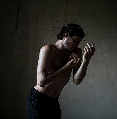 Ballet dancer, portrait - p1139m2211684 by Julien Benhamou
