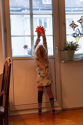 hanging by oneself  - p454m2128145 by Lubitz + Dorner