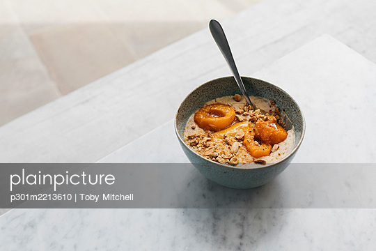 Roasted apricot porridge with almond milk and nuts - p301m2213610 by Toby Mitchell