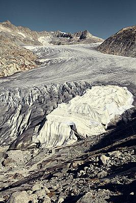 White tarpaulin covering glacier - p1305m1138647 by Hammerbacher