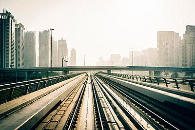 Sheikh Zayed Road - p642m892494 von brophoto