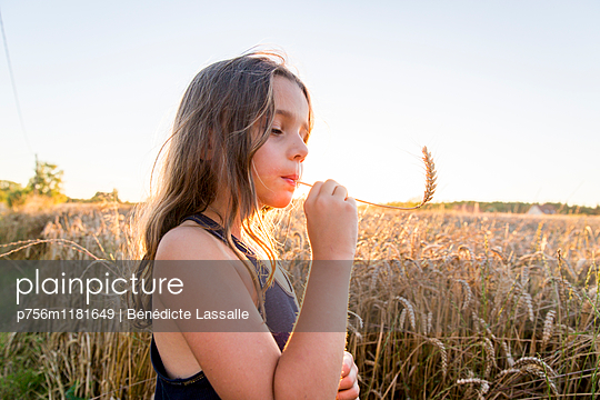 Naturkind - p756m1181649 von Bénédicte Lassalle