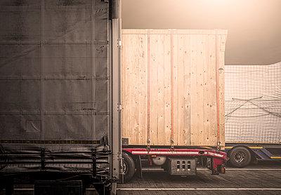 Motorway rest area at night - p1275m2224704 by cgimanufaktur