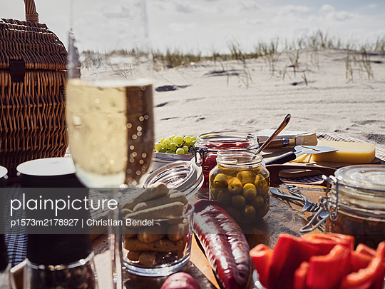 Picnic on the beach - p1573m2178927 by Christian Bendel