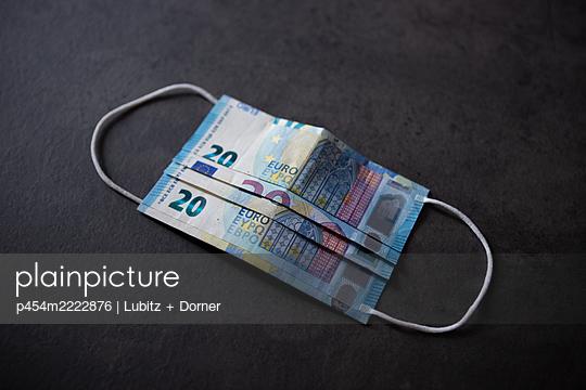 Kosten der Pandemie - p454m2222876 von Lubitz + Dorner