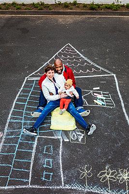 Familie im Eigenheim - p1271m1488327 von Maurice Kohl
