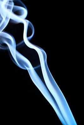 Rauchformen - p179m741600 von Roland Schneider