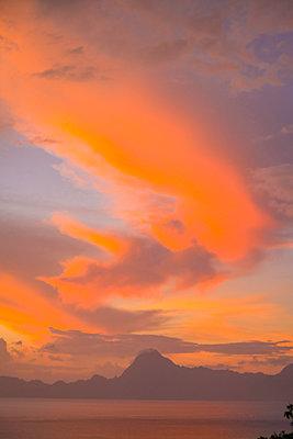 Polynesia, Tahiti, Orange clouds over Moorea - p1487m2253926 by Ludovic Mornand