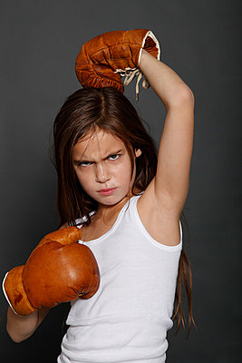 Boxing girl - p249m793007 by Ute Mans