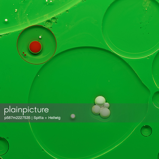 Bubbles on green - p587m2227535 by Spitta + Hellwig