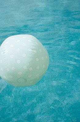 Water ball - p0450608 by Jasmin Sander
