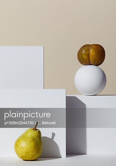 Pear and apple - p1329m2244730 by T. Béhuret