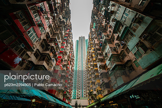 View of crowded residential buildings in Hong Kong - p623m2294905 by Pablo Camacho