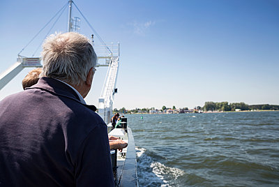 Germany, Ruegen, senior man on Glewitz ferry - p300m2070351 von Maria Maar