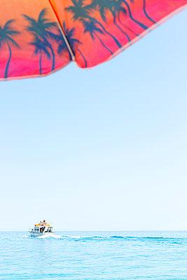 Boat trip - p454m2031869 by Lubitz + Dorner