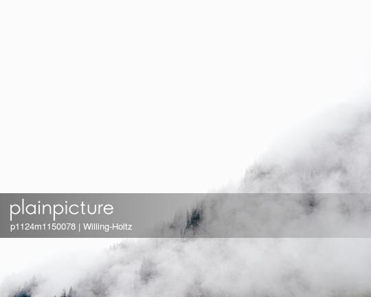 Wolken am Lac de Montriond - p1124m1150078 von Willing-Holtz