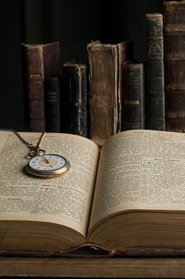 Opened book with old pocket watch - p300m1140916 by Claudia Rehm