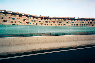 housing next to motorway - p3880973 by VYHNALEK