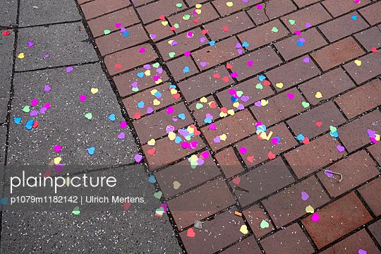 Hochzeits Konfetti - p1079m1182142 von Ulrich Mertens