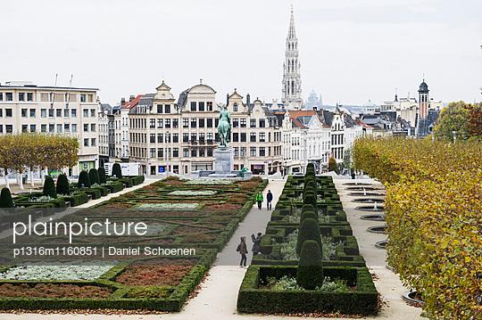 Blick vom Mont des Arts zum Rathaus, Brüssel, Belgien - p1316m1160851 von Daniel Schoenen