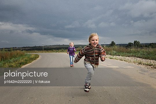 Girl running on the road - p1642m2222220 by V-fokuse
