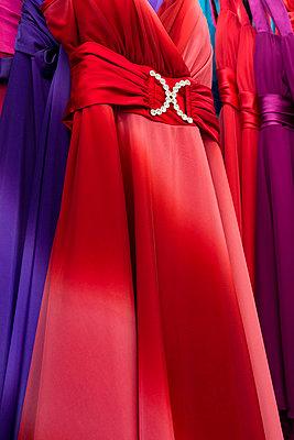Abendkleider - p177m959729 von Kirsten Nijhof
