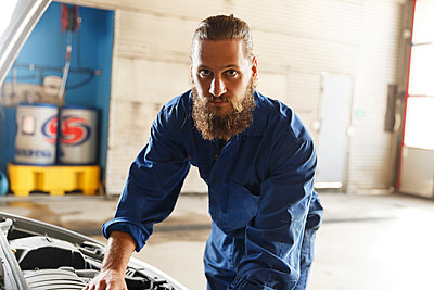 Mechanic working on a car in a workshop in Sweden - p352m2040752 by Christian Ferm