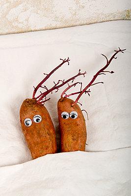 Zweisamtkeit von Süßkartoffeln - p451m2013852 von Anja Weber-Decker