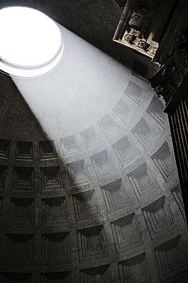 Pantheon - p1038m959018 von BlueHouseProject