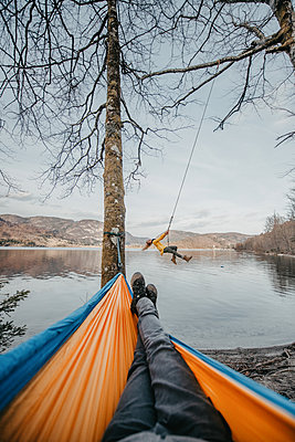 Young woman on a swing next to Bohinj Lake in Slovenia - p1455m2077134 by Ingmar Wein