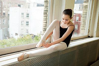 Ballerina sitting on windowsill - p9245541f by Image Source