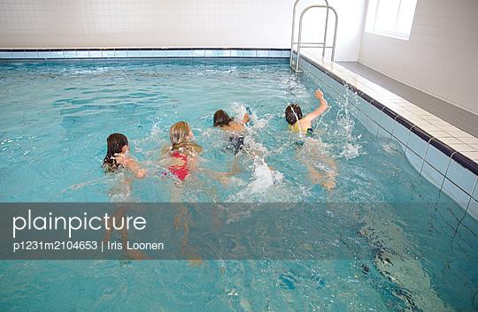 Zusammen schwimmen - p1231m2104653 von Iris Loonen
