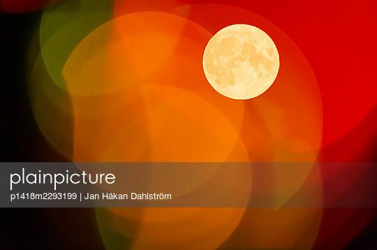 Moon beyond color lightbulbs - p1418m2293199 by Jan Håkan Dahlström