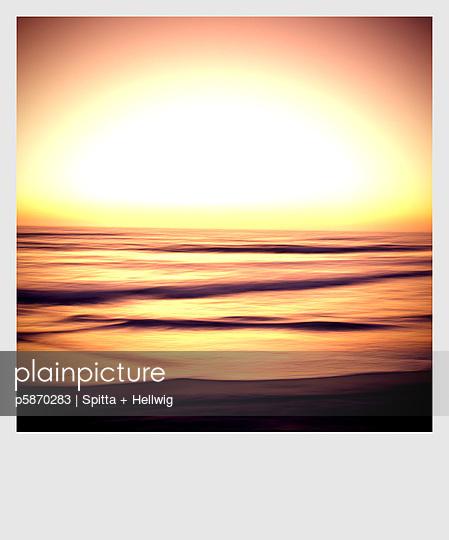 Sonnenuntergang am Meer - p5870283 von Spitta + Hellwig