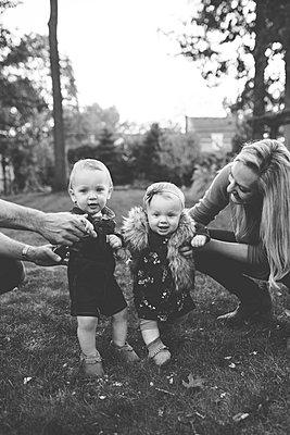 Familie mit Zwillingen - p1361m1503798 von Suzanne Gipson