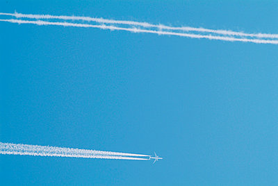 Airplanes in the sky - p2290338 by Martin Langer
