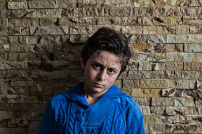 Serious boy looking at camera  - p794m2044096 by Mohamad Itani