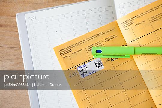 Vaccanation date - p454m2263461 by Lubitz + Dorner