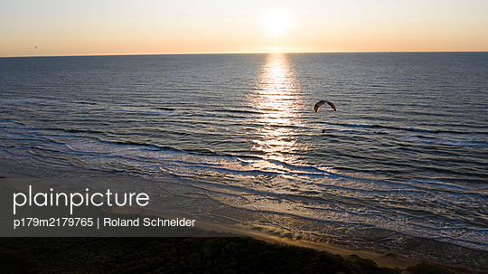 Paragliding on the Danish coast at sunset - p179m2179765 by Roland Schneider