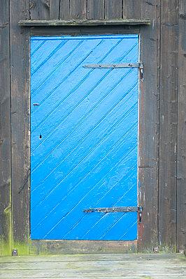 Building - p1003m906308 by Terje Rakke
