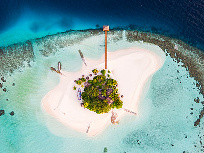Aerial drone view of a tropical island in the Maldives - p651m2033392 by Matteo Colombo photography