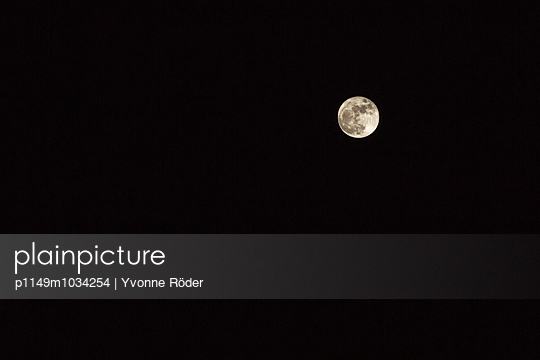 Full moon - p1149m1034254 by Yvonne Röder