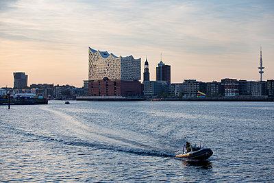 Hamburg Skyline - p1204m1172632 von Michael Rathmayr