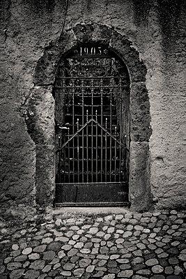 Gittertür von 1905 - p248m890584 von BY