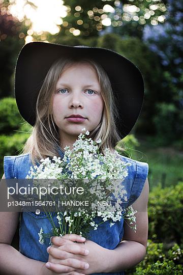 Portrait mit Wildblumen - p1348m1564761 von HANDKE + NEU