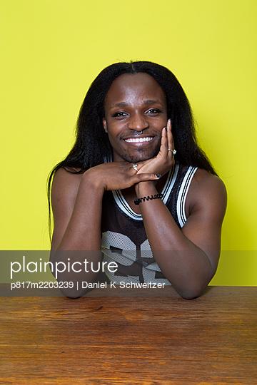 African man, portrait - p817m2203239 by Daniel K Schweitzer