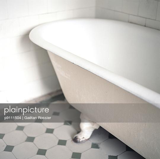 Bathtub - p9111504 by Gaëtan Rossier