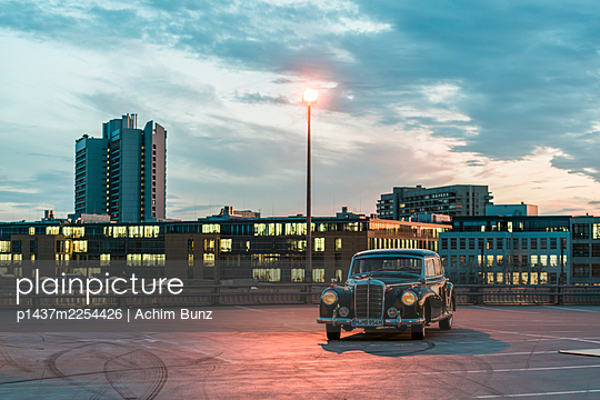 Mercedes Benz Ponton on parking area - p1437m2254426 by Achim Bunz