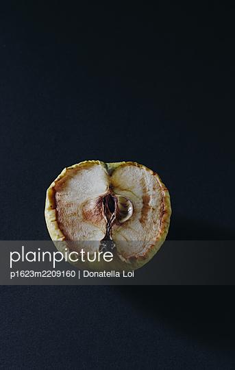 Dead Apple - p1623m2209160 by Donatella Loi